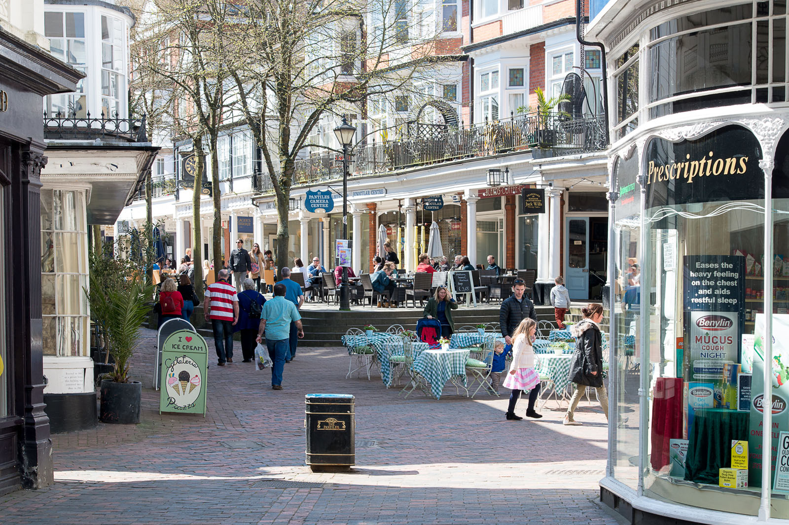 Shopping in the Pantiles - photo by David Hodgkinson