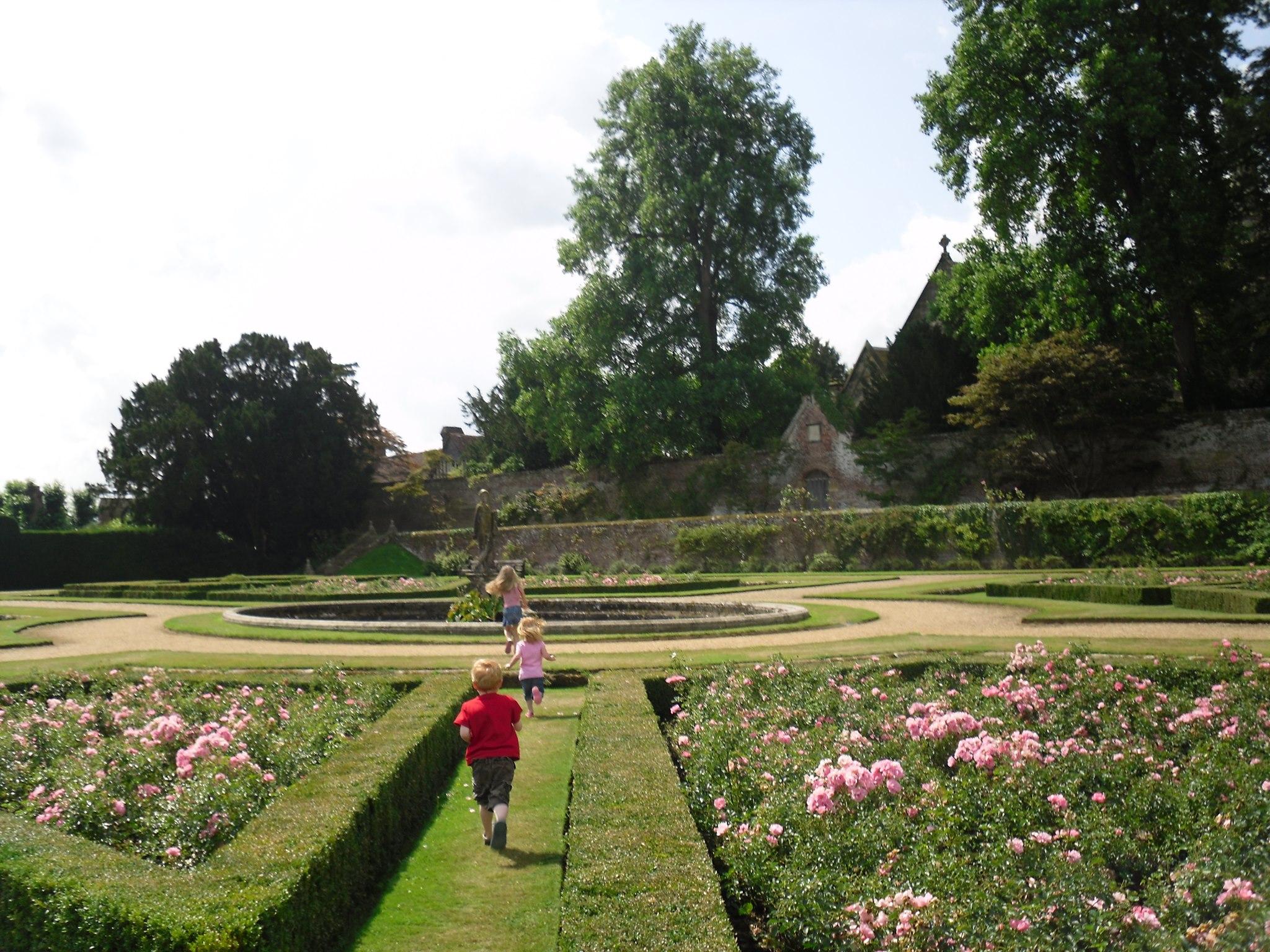 Image of Penshurst Place garden