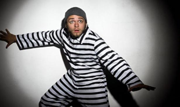 Convict in striped clothes for clue cracker escape room